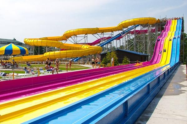 水上乐园滑梯