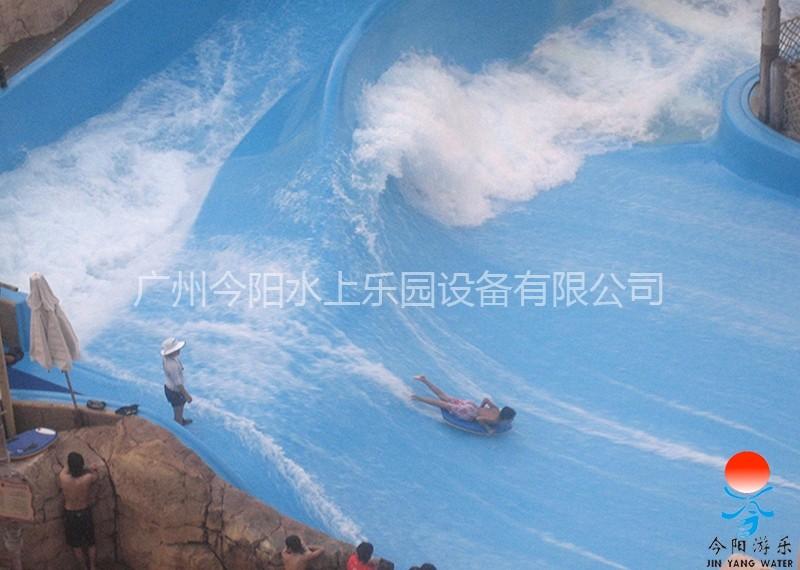 滑板冲浪项目 占地面积 :280 设备尺寸:21m14m 水池容量:约320㎥ 循环水量 :约6000㎥ 设备功率:190km 最大客容量 :120人/小时 滑板冲浪,高仿真大海冲浪,是都市时尚青年继街舞、旱地滑板后的又一新宠,适合水上乐园、城市综合体等,它不仅仅是冲浪池,还是竞技场,更是舞动青春的秀场!